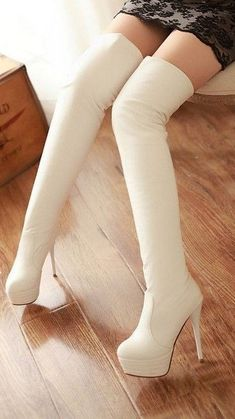 Top Advice To Help You Look More Fashionable – Girl Next Door Fashion White High Heel Boots, Purple High Heels, Thigh High Heels, Hot High Heels, White Boots, Sexy Boots, Sexy Heels, Ankle Boots, Leder Boots