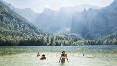 Foto: Oberösterreich Tourismus GmbH./Robert Maybach: Baden im See im Salzkammergut in Oberösterreich Spa Villa, Hallstatt, Maybach, Mountains, Holiday, Nature, Travel, Photo Mural, River
