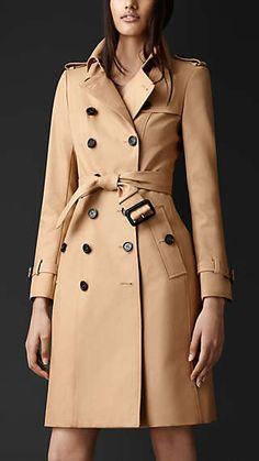 Trench coat largo en algodón de gabardina. Burberry