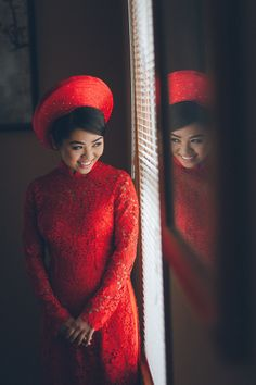Vietnamese Tea Ceremony captured by DC wedding photographer Benson Lau of Pearl Paper Studio.