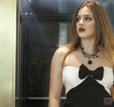 www.marina.un | ... actriz de 'El Barco', Marina Salas posa con un vestido blanco y negro