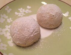 Bademli damla sakızlı kurabiye tarifi ağızda dağılan nefis bir kurabiye tarifidir.Kıtır badem parçalı damla sakızlı bu nefis ada kurabiyesi nasıl yapılır?