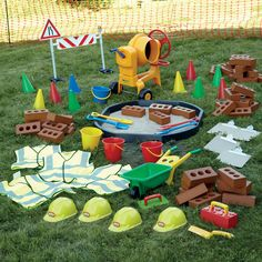A fantastic collection, perfect for creating a realistic construction site in your role play area. Eyfs Outdoor Area, Outdoor Play Spaces, Outdoor Areas, Outdoor Classroom, Outdoor School, Construction Theme, Construction Area Early Years, Juegos Baby, Preschool Garden