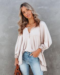 Tops – Page 20 – VICI Winter Fashion Outfits, Autumn Fashion, Women's Fashion, Dress Bar, Facebook Style, Flowy Tops, Tunic Tops, Weather Wear, Striped Scarves
