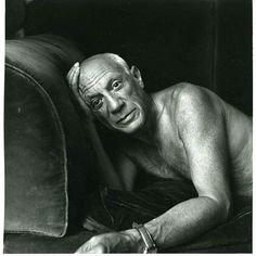 Pablo Picasso, Cannes Photographed by Jacques Henri Lartigue. Pablo Picasso, Picasso Art, Picasso Paintings, Yvonne Printemps, Robert Bresson, Cubist Movement, Spanish Painters, French Photographers, Foto Art