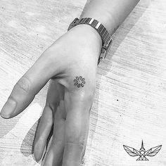 """""""Petals"""" (Finger) #instatattoos #newtattoo #tattooartist #inkedup #tattoolife #tatted #tatts #blackandgrey #smalltattoo #minitattoo #tinytattoo #minimaltattoo #fineline #finelinetattoo #melbourne #melbournetattoos #melbournetattooist #teamfineline #bridgeroad #bridgerd #richmond #fingertattoo #petals #flowers"""
