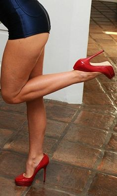 uip Your Personal Wedding Invitations When planning your wedding, leave sufficient time to consider Red Stiletto Heels, Red High Heels, Sexy Legs And Heels, Hot Heels, Great Legs, Beautiful Legs, Beautiful High Heels, Pernas Sexy, Pantyhose Heels
