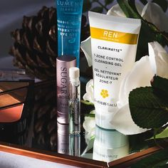I have fallen in love with so many new skincare products recently. My go to cleanser has to be the @renskincare T-Zone Control Cleansing Gel. It's just amazing