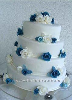 weiß-blaue torte