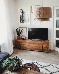 9 super cool tv furniture from railway sleepers 1 « Kitchen Design Living Pequeños, Boho Living Room, Living Room Decor, Classic Furniture, Home Decor Furniture, Living Room Furniture, Furniture Cleaning, Cheap Furniture, Tv Stand Decor