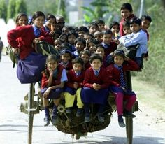 Ces enfants qui empruntent les chemins les plus dangereux du monde pour aller à…