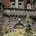 Artikel_HowTo_Vampirburg a wonderfully detailed tutorial on a landsacped Vampire castle, in German I think but the photos are so good it is easy to follow