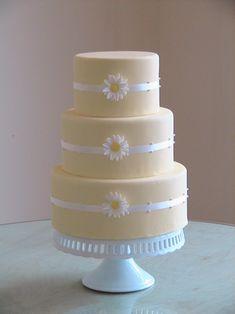 ideia de bolo SIMPLES E BARATA Simple daisy cake. instead of white ribbon, maybe blue Daisy Wedding Cakes, Daisy Cakes, Pretty Cakes, Beautiful Cakes, Amazing Cakes, Cupcakes, Cupcake Cakes, Pale Yellow Weddings, Wedding Yellow