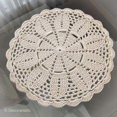 Crochet Dollies, Crochet Cap, Crochet Home, Crochet Motif Patterns, Crochet Designs, Crochet Stitches, Crochet Pillow Cases, Lace Doilies, Crochet Videos