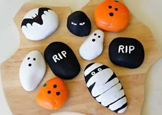 An easy kid craft idea for Halloween is rock painting. Halloween and rock painting with kids go together like a costume and mask! Find rock painting ideas with a spooky, Halloween twist plus pictures and how to paint rock directions. Art Halloween, Halloween Rocks, Halloween Painting, Halloween Crafts For Kids, Halloween Decorations, Halloween Patterns, Halloween Garden Ideas, Kids Crafts, Halloween Centerpieces