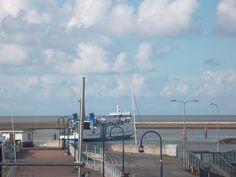 Ms Midsland vertrekt vanuit de haven van Harlingen richting Terschelling met 700 schoolkinderen aan boord. Fijne schoolreis allemaal! @Rederij Doeksen