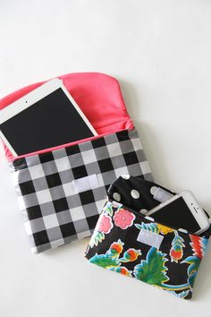 Sew a protective case for your smart phone or eReader to keep it safe at the beach or pool this summer Make A Phone Case, How To Make Water, Easy Sewing Projects, Sewing Hacks, Sewing Ideas, Sewing Crafts, Craft Projects, Iphone Cases, Tablet Cases