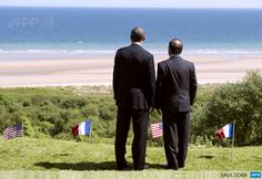 FRANCE, Colleville-sur-Mer : US President Barack Obama and French President Francois Hollande look out over Omaha Beach during the 70th French-American Commemoration D-Day Ceremony at the Normandy American Cemetery and Memorial in Colleville-sur-Mer, France, June 6, 2014. AFP PHOTO / SAUL LOEB