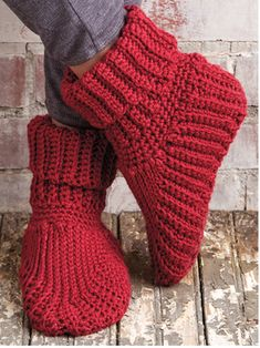 Crochet Child Booties Free Slipper Boots Crochet Sample Obtain -- Designed by Elsie Caddey. Featured in Season episode of Knit and Crochet Now! Knit And Crochet Now, Mode Crochet, All Free Crochet, Crochet For Kids, Crochet Baby, Knit Slippers Free Pattern, Crochet Slipper Pattern, Crochet Patterns, Crochet Ideas
