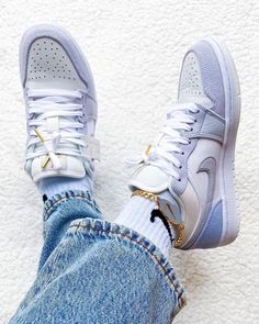 Discover recipes, home ideas, style inspiration and other ideas to try. Zapatos Air Jordan, Air Jordan Sneakers, Jordans Sneakers, Shoes Sneakers, Kd Shoes, Sneakers Style, Running Sneakers, Pump Shoes, Running Shoes