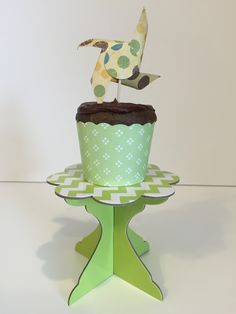 Double Chocolate Cupcakes with Truffle Filling #pickyourplum #cupcakeliners #cupcakestand