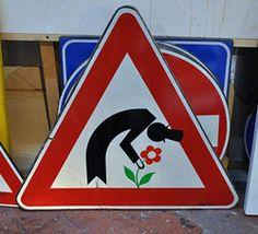 Leuk in Florence: de vrolijke verkeersborden beschilderd door Clet Abraham.