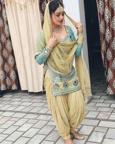 Punjabi Girls, Punjabi Bride, Punjabi Dress, Beautiful Blonde Girl, Beautiful Girl Photo, Indian Dresses, Indian Outfits, Muslim Beauty, Embroidery Fashion