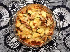 Jauheliha-kesäkurpitsavuoka on helppo ja herkullinen arkiruoka, joka pitää huolen kasvisten syönnistä ja on lisäksi myös vähähiilihydraattinen. Quiche, Cauliflower, Macaroni And Cheese, Food And Drink, Baking, Vegetables, Breakfast, Healthy, Ethnic Recipes
