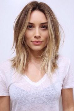 I'm pinning this because it's freaky. This girl is definitely Hilary Duff's doppelgänger! Hair Ideas, V Neck, Long Hair Styles, Tops, Beauty, Fashion, Beleza, Moda, Long Hairstyle