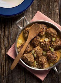 Jos haluat tehdä ruokaa, josta kaikki pitävät, valitse lihapullat. Tässä on mummon resepti. Fodmap Recipes, Pork Recipes, Real Food Recipes, Cooking Recipes, Cooking Ideas, Diet Recipes, I Love Food, Good Food, Yummy Food