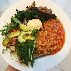 Huge brunch of leftovers earlier today before heading home to the south coast for Christmas 🎄🎊We had nut roast, kale fried with garlic, avocado with lemon, red onion, chilli, olive oil and cherry tomatoes, humous, baked beans, rocket and toast  @veganbentos