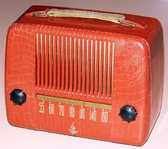 Vintage Emerson Portable Radio, Model 559AA, Broadcast Band Only (MW), Made In USA, 5 Tubes, Circa 1948. Vintage Television, Television Set, Radio Record Player, Radio Antigua, Radio Frequency, Old Time Radio, Transistor Radio, Audio System, Radios