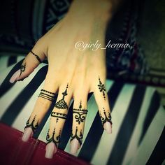 Simple Finger #Henna. Photo From @girly__henna.