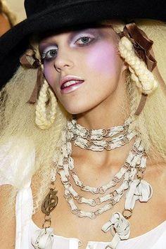 John Galliano, Buttercream Frosting, Chain, Jewelry, Fashion, Moda, Jewlery, Jewerly, Fashion Styles
