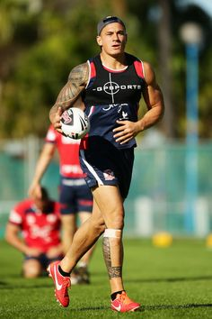 Sydney Roosters Training Session: Sonny Bill Williams runs with the ball during a Sydney Roosters #NRL training session at Coogee Oval on April 24, 2013 in Sydney, Australia.