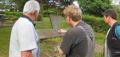 Junge CVJMler haben die Gedenkstätte für die in Dreis-Tiefenbach gestorbenen Zwangsarbeiter erneuert.
