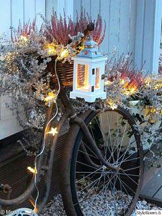 old bicycle, lights, lantern, veranda, rural-romantic Autumn Inspiration, Garden Inspiration, Christmas Home, Christmas Lights, Wood Trellis, Garden Deco, Christmas Wonderland, Candle Lanterns, Winter Garden