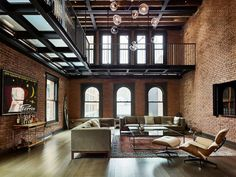 Living area with lots of exposed brick sits beneath a metal catwalk in this loft in New York City. 993 area with lots of exposed brick sits beneath a metal catwalk in this loft in New York City. Duplex New York, New York Penthouse, New York Loft, Penthouse Apartment, Loft Apartments, New York Apartments, New York Homes, Apartment Goals, Loft Spaces