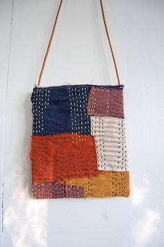 Hand-stitched Cotton Linen Sashiko Boro Quilted Bag Purse -would make an interesting pillow Sashiko Embroidery, Japanese Embroidery, Hand Embroidery, Boro Stitching, Hand Stitching, Patchwork Bags, Quilted Bag, Textiles, My Style Bags
