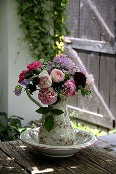 Shabby One of my favorite looks..so pretty and romantic! It just makes me FEEL good inside to look at it. :)