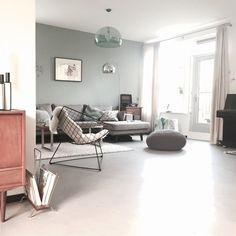 Binnenkijken bij jaimyinterieur Mint Living Rooms, Paint Colors For Living Room, Home Living Room, Living Room Decor, Cosy House, Room Interior Design, Interior Ideas, Modern Room, House Styles