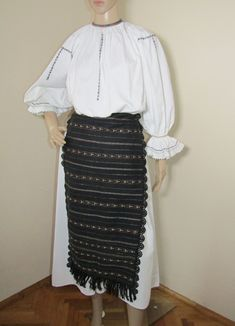 Vintage, 50 - 60 years old or more Romanian costume from Sibiu / Saliste containing 2 pieces : dress and pair of aprons . Aprons, Pairs, Traditional, Costumes, Vintage, Outfits, Collection, Dresses, Fashion