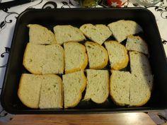 Omrzel vás obyčejný chlebík ve vajíčku? Krajíce jen uložte na plech, zalijte česnekovou směsí a na vypraženou klasiku si už nevzpomenete! | České vychytávky