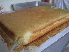 A receita que você vai aprender, é um pão de ló próprio para fazer bolo de pote. Rende 100 bolos de pote. Massa Básica Para Fazer Bolo de Pote.
