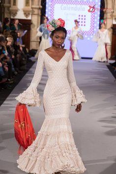 Carmen Acedo - We Love Flamenco 2018 Flamenco Costume, Flamenco Dancers, Beautiful Prom Dresses, Dream Wedding Dresses, Spanish Dress Flamenco, Flamenco Dresses, Flamenco Wedding, Vintage Gowns, Spanish Style