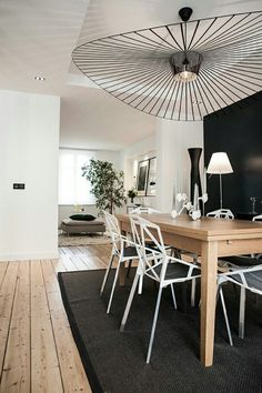 35 simple but chic dining room decor 30 Wooden Dining Tables, Dining Room Design, Dining Area, Contemporary Decor, Home Living Room, Sweet Home, Room Decor, Interior Design, House Styles