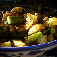 Ingredients 1 1/2 pounds red potatoes, cut into chunks 2 tablespoons extra virgin olive oil 8 cloves garlic, thinly sliced 4 teaspoons dried rosemary 4 teaspoons dried thyme 2 teaspoons kosher salt 1 bunch fresh asparagus, trimmed and cut into 1 inch pieces ground black pepper to taste Directions Prep 15 mn | Cook 45 …