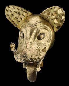 fox head in gilded copper, Moche Culture (100-850 AD).   Testa di volpe in rame dorato, Cultura Moche (100-850 d.C.).