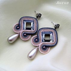 Aurus: soutache Soutache Pendant, Soutache Earrings, Bead Crafts, Jewelry Crafts, Beaded Jewelry, Handmade Jewelry, Fancy Earrings, Jewelry Patterns, Jewellery Storage