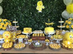 Themes for birthday parties according to age for child, ideas for 1 year old children's parties, birthday decoration for 2 year old child, such as Ducky Baby Showers, Baby Shower Duck, Rubber Ducky Baby Shower, Boy Birthday Parties, Baby Birthday, Baby Shower Parties, Paw Patrol Birthday Decorations, Rubber Duck Birthday, Duck Cake